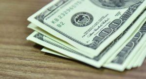 В Запорожье телефонистку Нацгвардии задержали на долларовой взятке - ФОТО