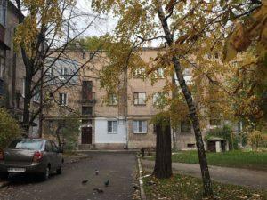 В Запорожье в квартире жилого дома обрушился потолок