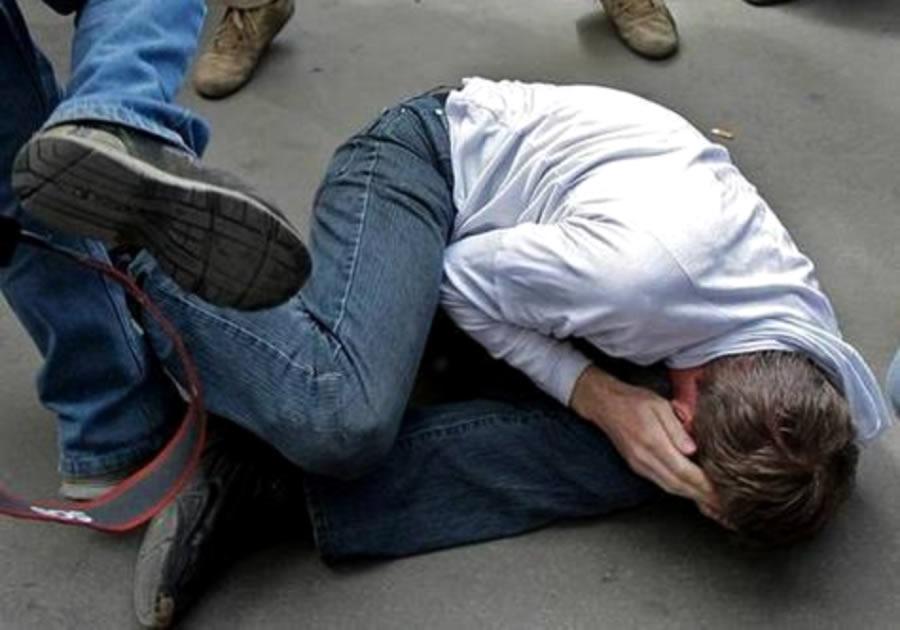 В Запорожье на спортивной площадке возле школы забили до смерти мужчину