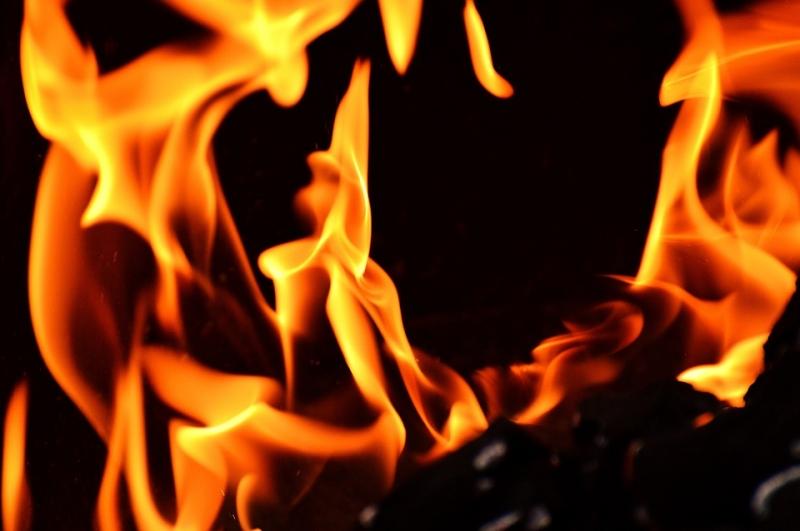 В Днепровском районе Запорожья горел жилой дом - ФОТО
