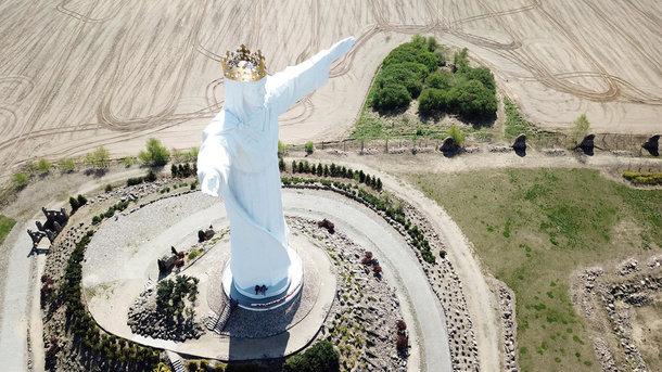 В Польше гигантская фигура Иисуса Христа раздает интернет