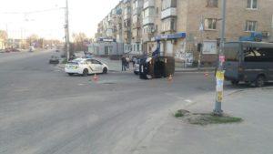 В Запорожье на проспекте в результате ДТП перевернулась иномарка - ФОТО