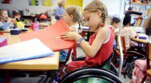 В Запорожье в классах для детей с особыми образовательными потребностями вводится полная ставка ассистента учителя