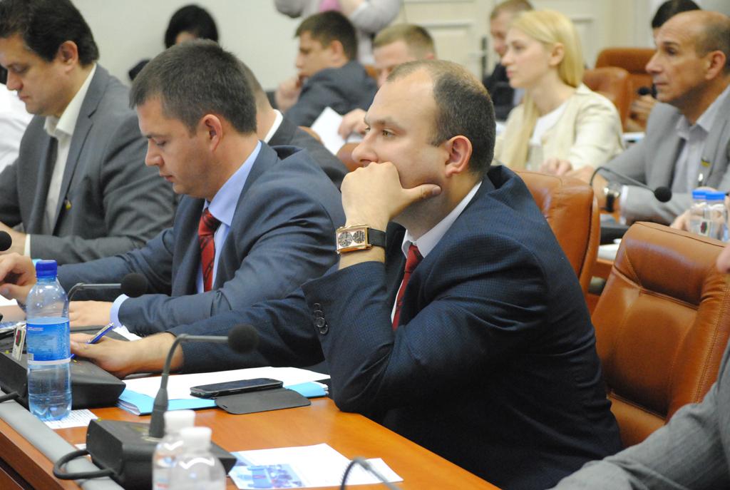 Запорожский депутат продал автомобиль своему однопартийцу за треть миллиона гривен, а тот забыл его задекларировать и получил штраф