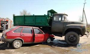 На трассе в Запорожской области грузовик протаранил легковушку: пассажир и водитель в больнице - ФОТО