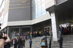 В Запорожье спасатели провели ревизию в ТРЦ «Аврора» и эвакуировали посетителей - ФОТО