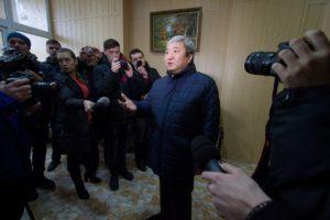 Экс-мэра Запорожья хотят привлечь к ответственности за незаконное отчуждение земли и драку с активистом