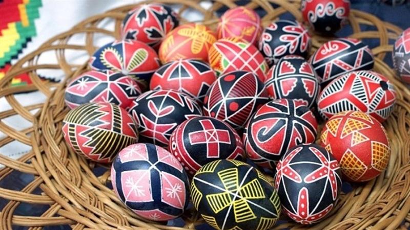 Запорожцев зовут на бесплатный мастер-класс по росписи пасхальных яиц