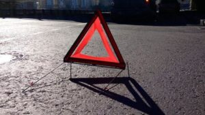 На трассе в Запорожской области водитель микроавтобуса протаранил «Ланос»