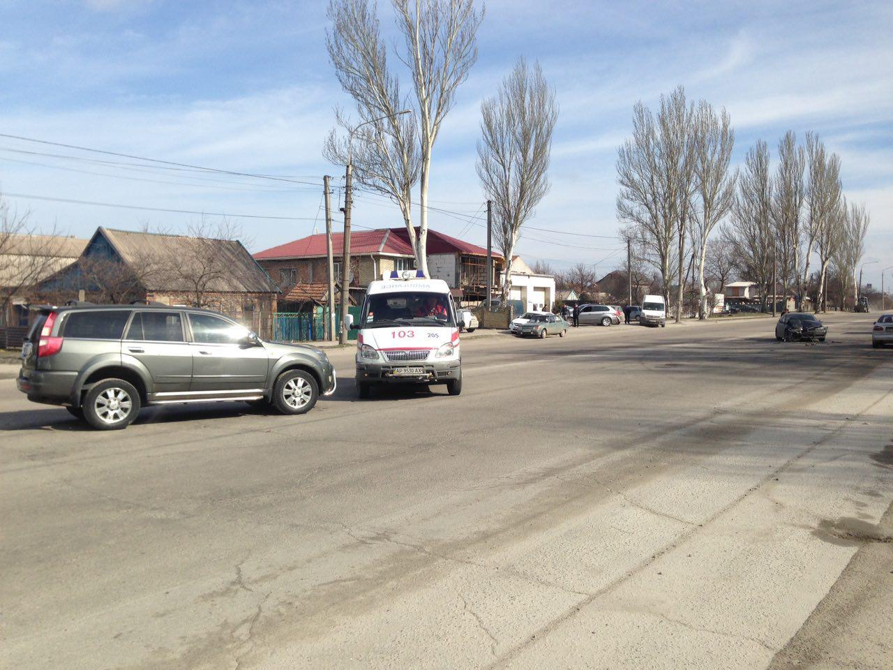 В Запорожье произошло ДТП между двумя иномарками: одного из водителей госпитализировали в больницу – ФОТО