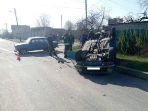В Запорожье в ДТП перевернулся автомобиль- ФОТО
