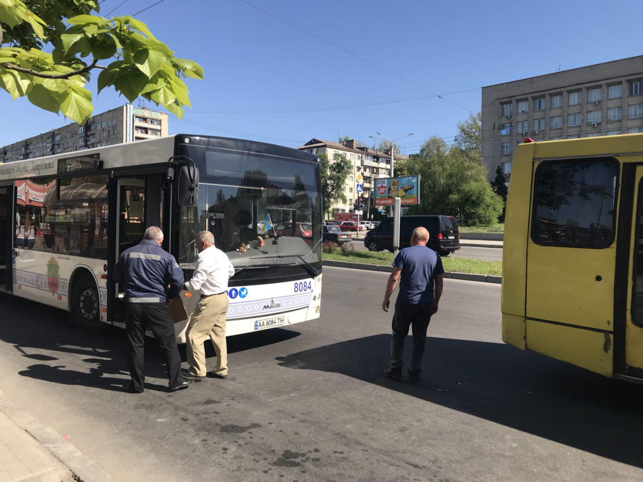 В центре Запорожья два автобуса попали в ДТП - ФОТО