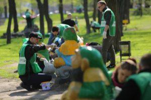 В Запорожье в День окружающей среды прошел ряд субботников – ФОТО