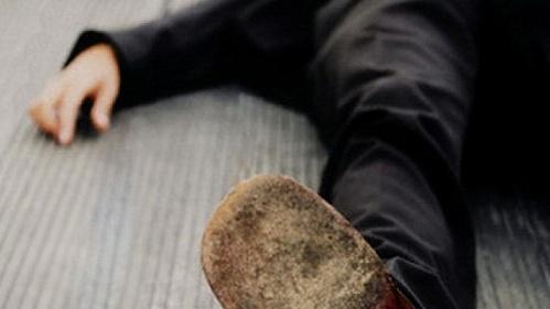 В Запорожской области между домами обнаружили труп молодого мужчины