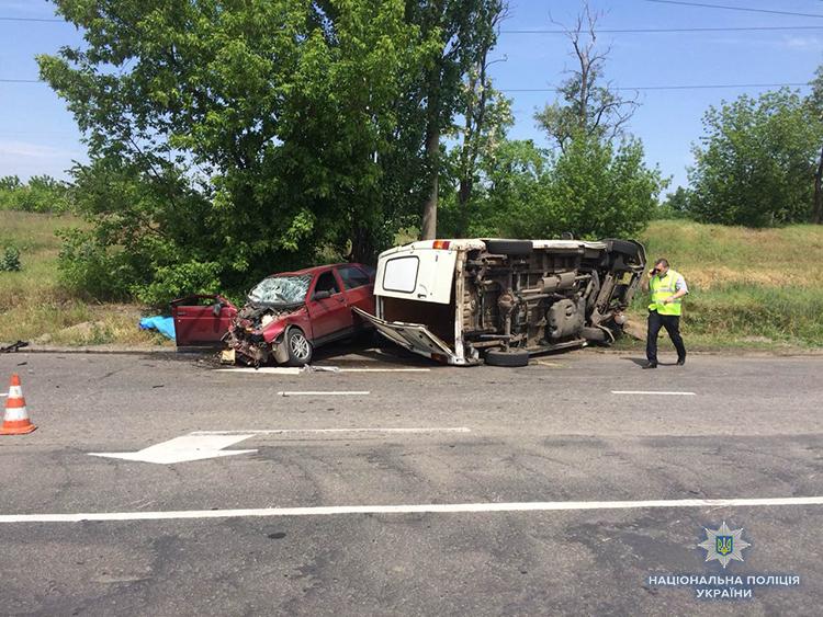 В Запорожской области произошло жуткое ДТП: погиб мужчина - ФОТО