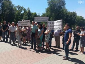 Сотрудники «Запорожьеоблэнерго» пикетировали «ЗТМК», требуя погасить более 600 миллионов гривен долга за электроэнергию