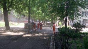 В Запорожье продолжают ремонт внутриквартальных дорог - ФОТО