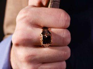 В Запорожье грабитель отобрал у мужчины золотое украшение - ФОТО