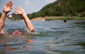 В Запорожской области в водоеме бесследно пропал мужчина: водолазы сутки не могут найти его тело
