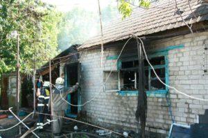 В Запорожье на Хортице сгорел жилой дом - ФОТО