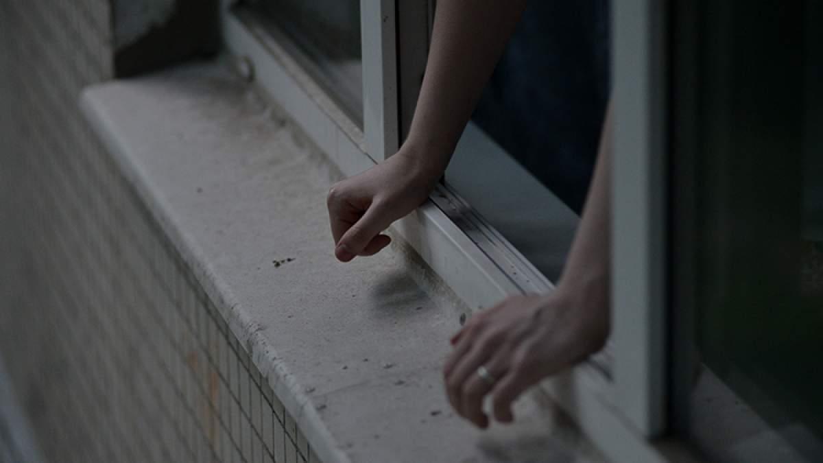В Запорожье мужчина хотел свести счеты с жизнью, спрыгнув с четвертого этажа - ВИДЕО