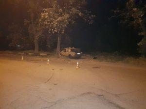 В Запорожье пьяный водитель влетел в дерево: есть пострадавшие - ФОТО
