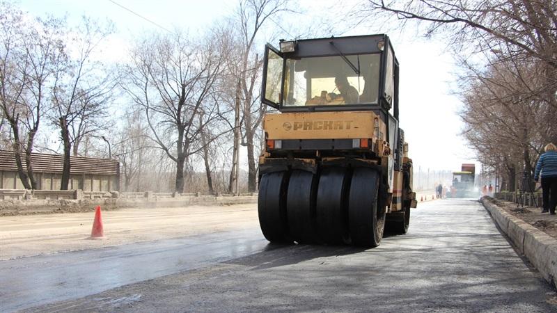 В Запорожье продолжают ремонт внутриквартальных дорог