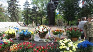 В Запорожье прошел митинг-реквием ко Дню памяти и примирения - ФОТО
