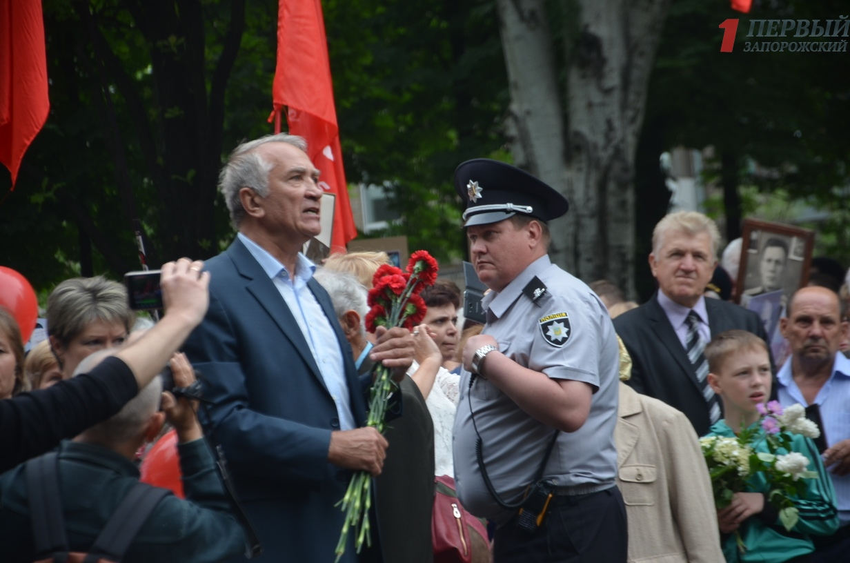 В центре Запорожья проходит шествие