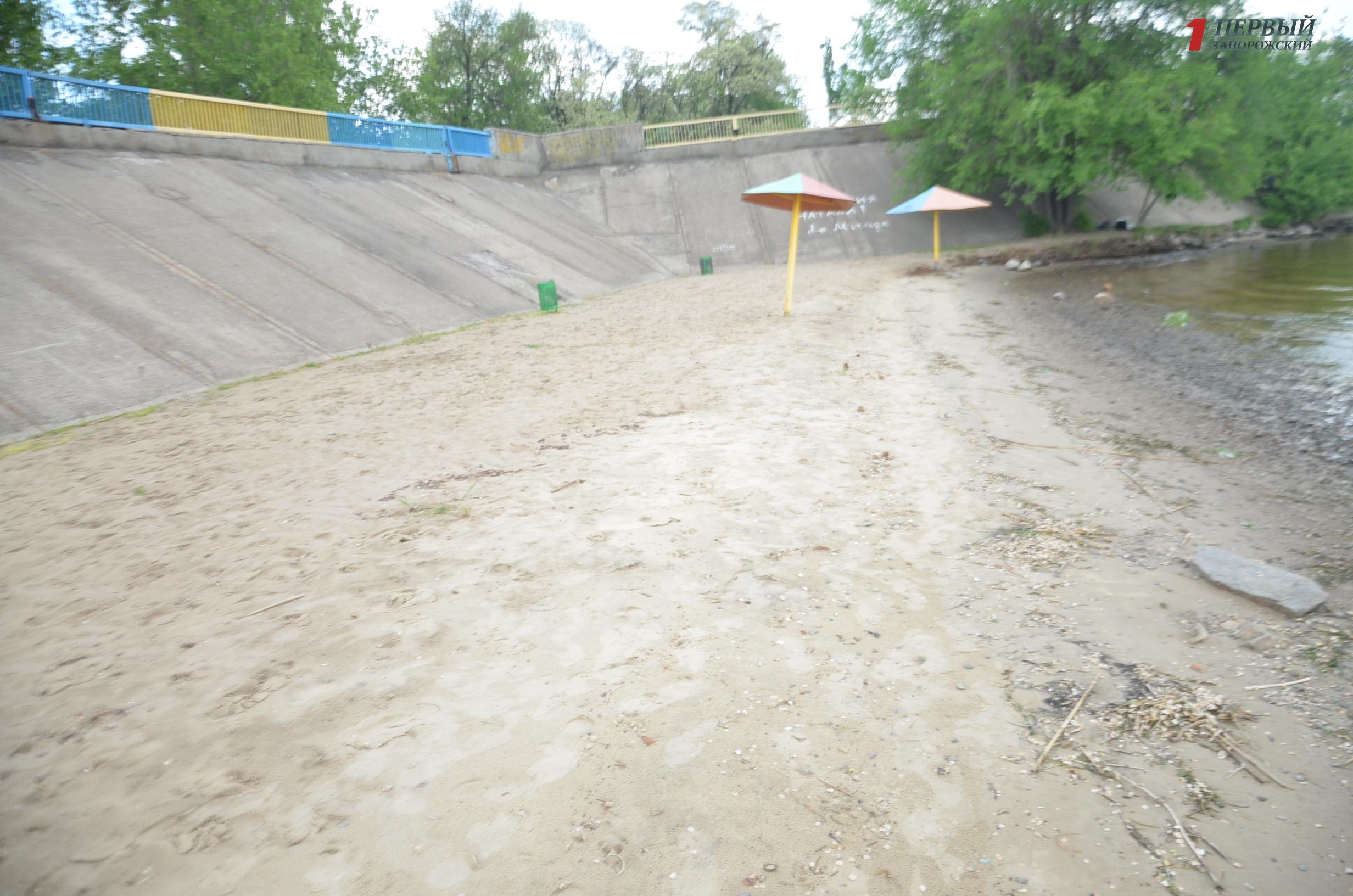В надежде на реконструкцию: как на старте летнего сезона выглядит Правобережный пляж - ФОТОРЕПОРТАЖ