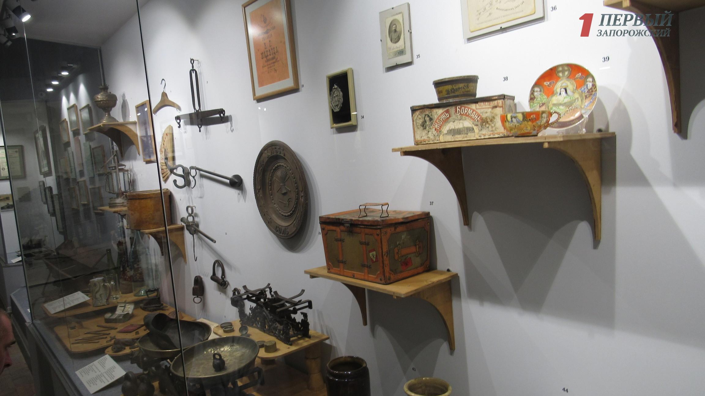 В краеведческом музее открылась уникальная выставка из 1500 экспонатов, которая рассказывают о быте запорожцев в прошлом веке - ФОТО