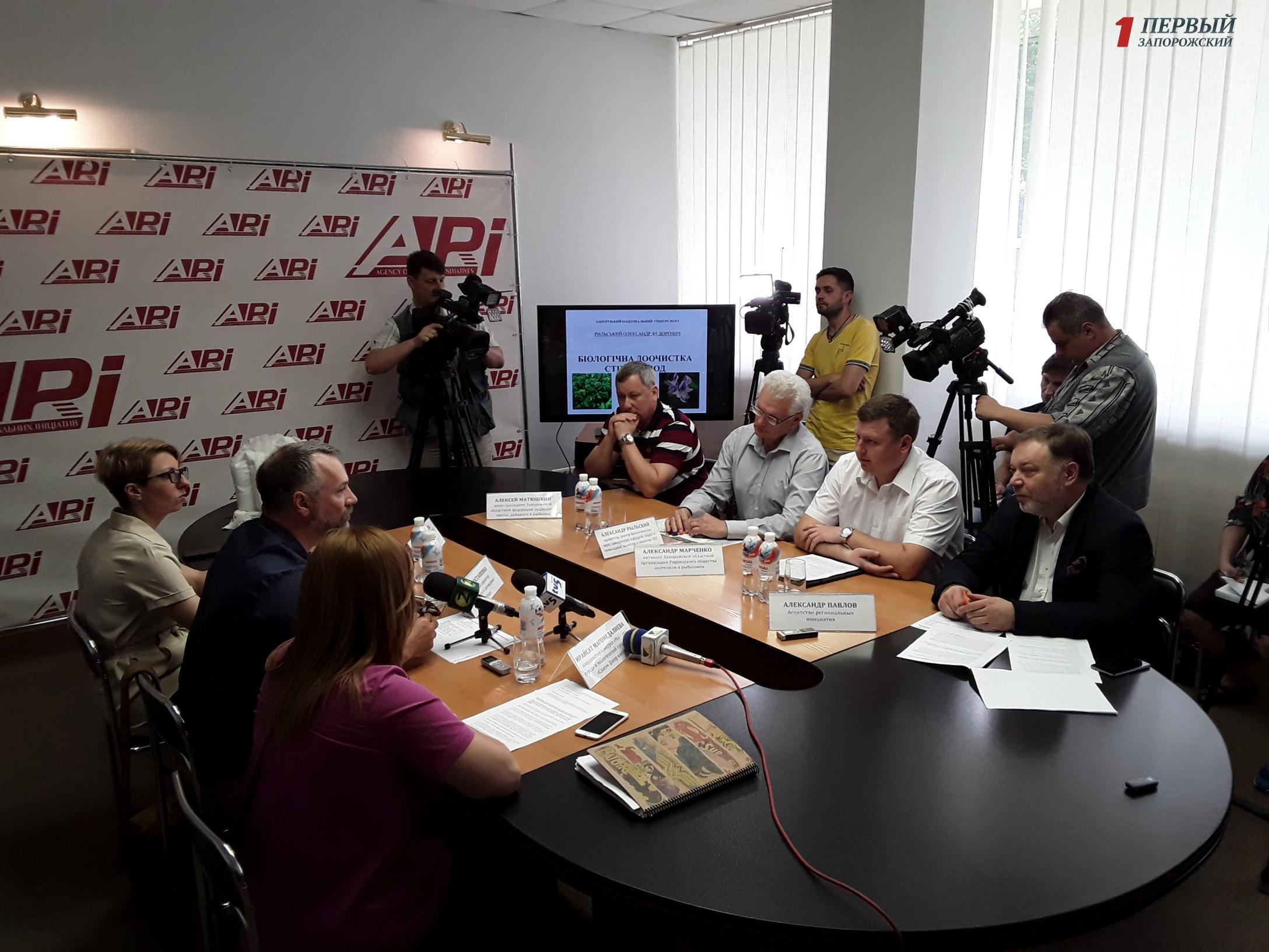 В Запорожье ученые, экологи и активисты обсудили пути решения экологических проблем Днепра - ФОТО