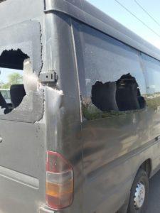 В Запорожье на дамбе оборвавшийся троллей разбил стекла в маршрутке - ФОТО