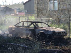 На запорожском курорте сгорели жилой дом и легковушка - ФОТО