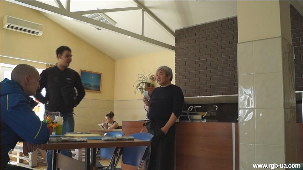 Экс-мэр Запорожья Александр Син в перерывах между судебными заседаниями помогает запорожскому депутату в ресторанном бизнесе