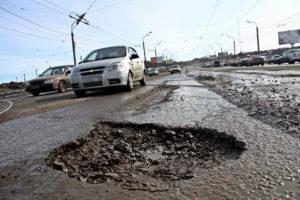 Автомобильные активисты из Запорожья рассказали, как бороться с ямами на дорогах – ВИДЕО