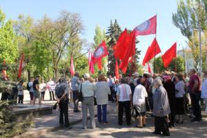 В Запорожье коммунисты с флагами провели митинг на площади Свободы – ФОТО