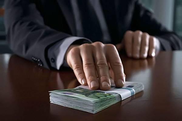 В Запорожской области мужчина попытался дать взятку в 100 тысяч гривен военному прокурору, чтобы тот закрыл уголовное дело его брата - ФОТО