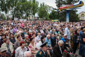 Мотопробег, праздничный концерт и фейерверк: как запорожцы отметили День Победы в парке Климова - ФОТО