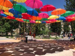 В Запорожской области появилась новая инсталляция с разноцветными зонтиками - ФОТО