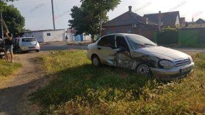 В Бердянске не поделили дорогу две машины такси: есть пострадавшая - ФОТО