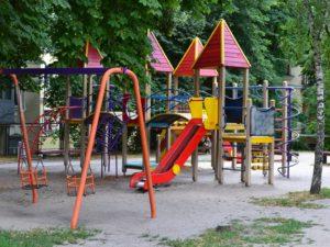 В Запорожье мальчик сломал позвоночник на детской площадке - ФОТО