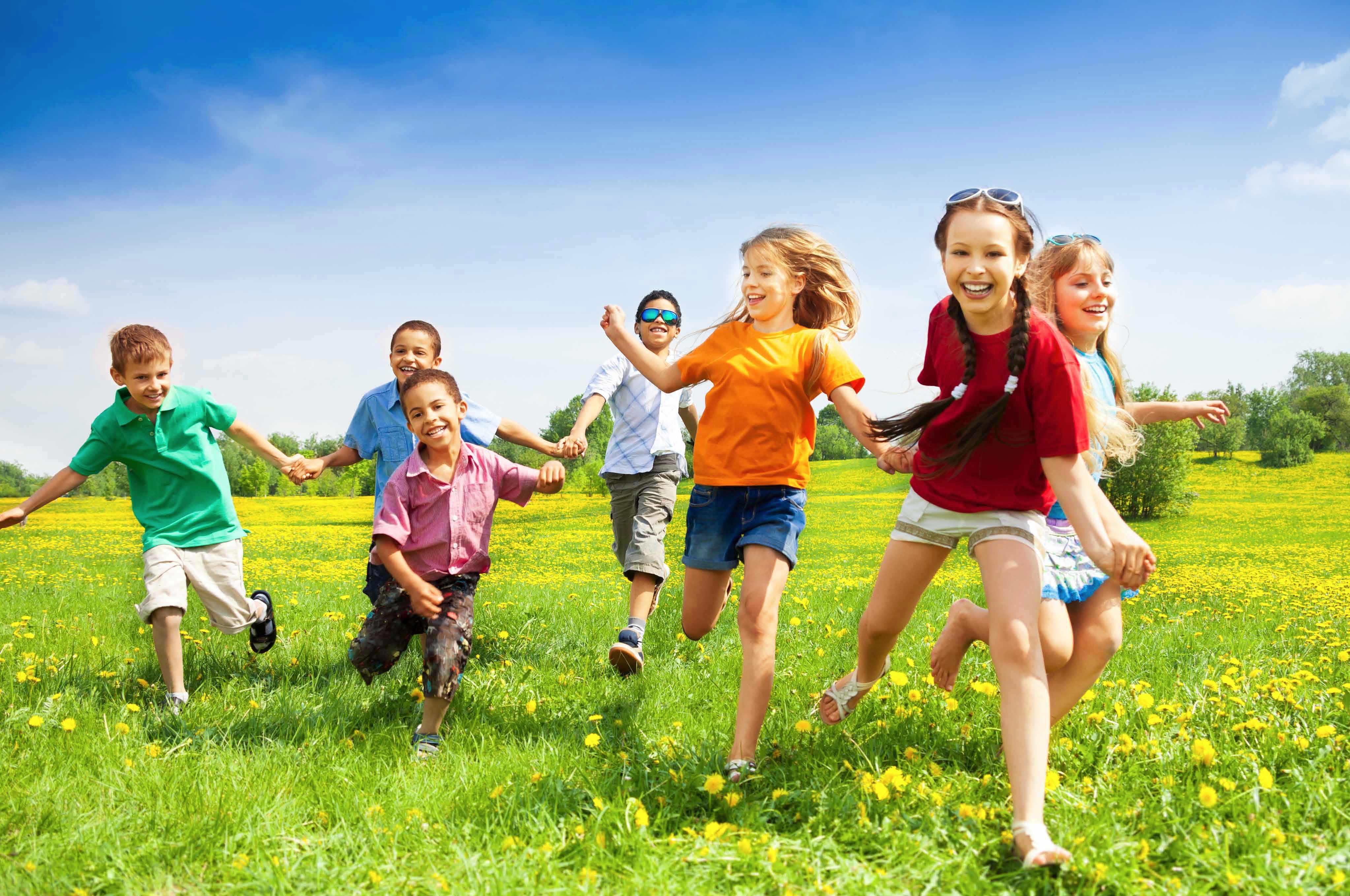 Кружки, игры и спорт: чем занять детей на летние каникулы