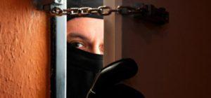 В Запорожской области грабители под видом соцработников проникли в квартиру пенсионерки и украли все сбережения