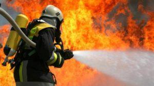 В одном из районов Запорожья загорелась квартира: внутри находился ее хозяин