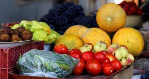 Запорожцы массово травятся овощами и фруктами