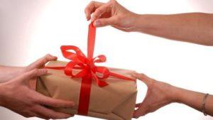 Начальник Запорожского отделения полиции задекларировал новогодние подарки