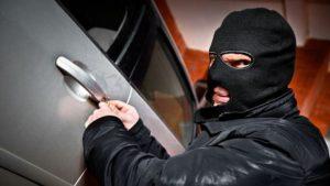 В Запорожье  «на горячем»  попались автомобильные воры, которые дерзнули ограбить машину на глазах у владельца