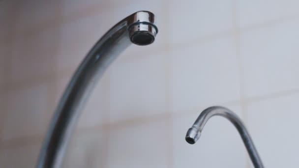 В Запорожье временно отключат холодную воду: список улиц