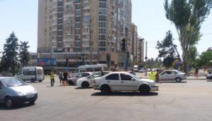 В центре Запорожья автомобиль сбил пешехода:  есть пострадавшие – ФОТО
